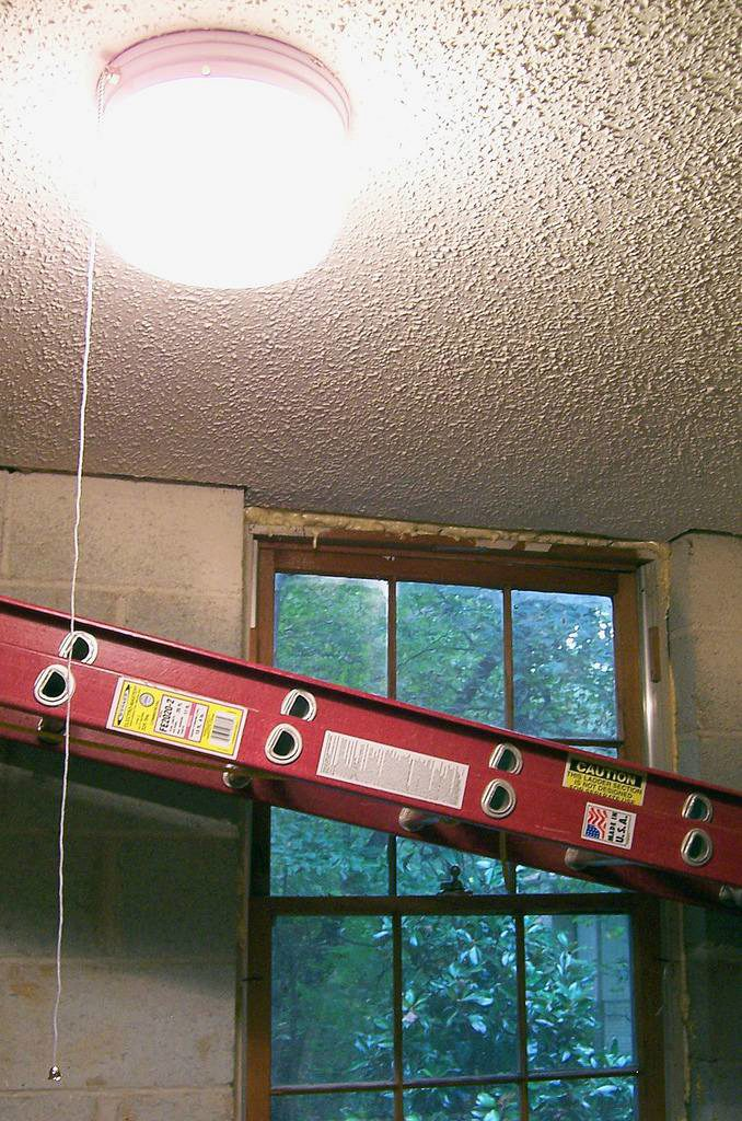 Popcorn Ceilings Were Once A Popular Trend In New Homes And Commercial Buildings It Offered Contractors Quick Easy Inexpensive Way To Finish